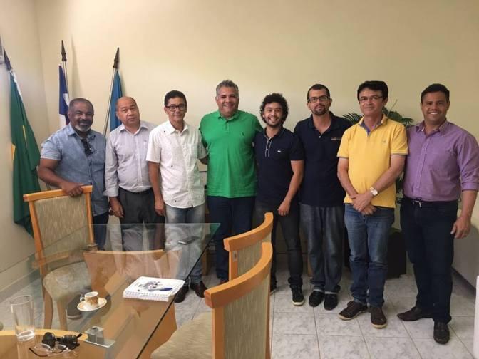 Candiba: Presidente do Consórcio do Alto Sertão, Juscélio Fonseca e Prefeito Dr. Jarbas Martins, se reúnem e oficializam a adesão do município ao Consórcio