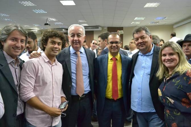 Candiba: Prefeito Municipal participou nesta quarta-feira(24) da assinatura dos contratos pelo governador Rui Costa para recuperação de mais de 3.000 quilômetros de estradas baianas