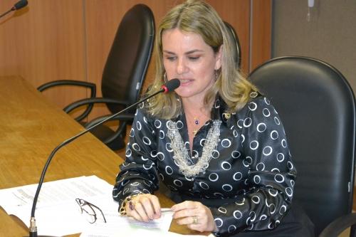 Ivana quer proibir retenção de veículo por dívida do IPVA